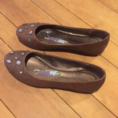Libby Edelman Flats w/Jewel Detail Only worn once. ✨✨✨ Libby Edelman Shoes Flats & Loafers