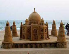 Sand artist Sudarshan Patnaik creates black Taj Mahal on Valentine Snow Sculptures, Sculpture Art, Digital Printing Machine, Sand Projects, Stay In A Castle, Kids Castle, Sand Play, Ice Art, Snow Art