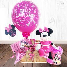 Candy Bouquet, Balloon Bouquet, Birthday Gifts For Kids, Diy Birthday, Ideas Para Fiestas, Candy Gifts, Gift Baskets, Chocolates, Minnie Mouse