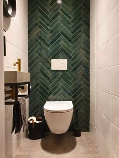 Dark Bathrooms, Modern Toilet, Toilet Room, Downstairs Toilet, Toilet Design, Bathroom Interior Design, Bathroom Inspiration, Home Remodeling, New Homes