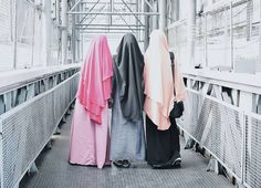 Bahagia itu letaknya ada di dalam hati dan gak perlu dicari. Selama kamu bisa ridha dengan segala ketetapan Allah maka di sanalah kamu akan mendapat kebahagiaan.  Dan salah satu rezeki yang terindah yang membahagiakan itu kau kawan.  . #Lensa #Muslimah Dari Sudut Yang Indah .  Like  Share and Tag 5 Sahabat Muslimahmu .  Follow  @MuslimahIndonesiaID  Follow  @MuslimahIndonesiaID  Follow  @MuslimahIndonesiaID  . Join Us @MuslimahIndonesiaID   Karena Muslimah #Sholehah Itu Istimewa by…