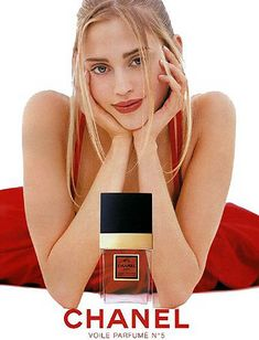 Famous Chanel is a symbol of good taste and is currently one of the best selling perfumes in the world. Coco Chanel asked the perfume designer Ernes. Red Lipstick Makeup, Chanel Lipstick, Chanel No 5, Coco Chanel, Anuncio Perfume, Perfume Adverts, Perfume Chanel, Perfume Lady Million, Perfume Genius
