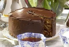 Confraria Gastronômica do Barão de Gourmandise®:  Receita de bolo de Chocolate Biscuit Cake (The Royal Wedding Cake )