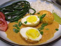 Sambal Goreng Telur (spicy Indonesian Egg Curry in coconut milk) and a recipe for easy Adobo-style Chinese Long Beans with vinegar, black pepper, and garlic. Egg Recipes, Asian Recipes, Cooking Recipes, Ethnic Recipes, Recipies, Chinese Long Beans, Indonesian Cuisine, Indonesian Recipes, Asian Cooking