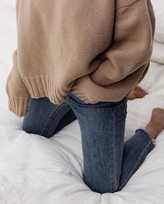 oversized beige sweater for fall, denim jeans with frayed ends Source by outfits teenage Mode Outfits, Winter Outfits, Casual Outfits, Fashion Outfits, Womens Fashion, Denim Outfits, Fashion Belts, Fashion Stores, Fashion Ideas