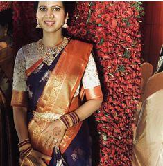 Choli Blouse Design, Pattu Saree Blouse Designs, Saree Blouse Patterns, Indian Designer Outfits, Indian Outfits, Indian Bridal Fashion, Elegant Saree, Saris, Saree Collection