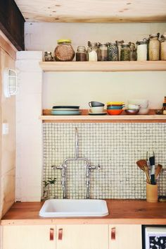 garage-turned-studio-apartment-backsplash - Home Decorating Trends - Homedit Kitchen Interior, Kitchen Design, Kitchen Decor, Mini Loft, Studio Living, Studio Apartments, Modern Apartments, Garage Makeover, Tiny Spaces