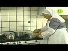 Segunda parte de la preparación de los postres Brownies que enseña la hermana Bernarda con su agradable estilo; en su programa Dulces Tentaciones del canal Gourmet.