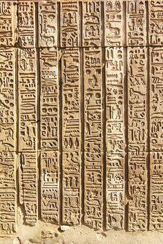 aboutegypt:  Hieroglyphs at Kom Ombo (by mad.raf.din)