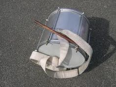 Repinique, também conhecido como repique, é um instrumento musical brasileiro que é feita de metal. Nos tempos antigos, este instrumento de percussão era feito de madeira. Ele tem a forma de um tambor de duas cabeças, que pode ser tocado com uma ou duas baquetas de madeira.