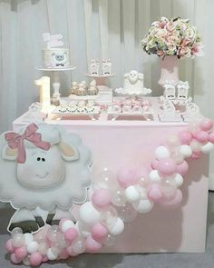 101 fiestas: Un baby shower contando ovejitas 101 Parties: A baby shower that counts sheep Shower Party, Baby Shower Parties, Baby Shower Themes, Party Decoration, Balloon Decorations, Simple Baby Shower, Baby Boy Shower, Baby Birthday, Birthday Parties