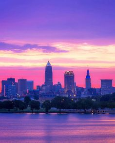 Cleveland OH sunset June 2019 Cleveland Skyline, Downtown Cleveland, Cleveland Rocks, Places To Travel, Places To Visit, Purple Sunset, Forest City, City Aesthetic, Purple Aesthetic