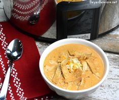 Crock Pot Low-Carb Tortilla Soup Recipe is the best keto soup recipe. I am obsessed with chicken tortilla soup from Max and Erma's. This crock pot low-carb chicken tortilla soup recipe is creamy and hearty and will not leave you craving. Keto Crockpot Recipes, Raw Food Recipes, Soup Recipes, Cooking Recipes, Crockpot Meals, Low Carb Taco Soup, Keto Soup, Easy Freezer Meals, Low Carb Tortillas
