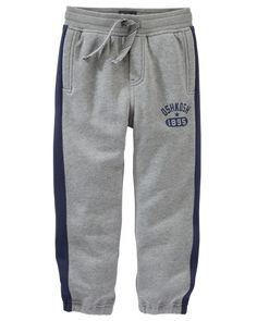 Perfect for gym class, these cozy fleece pants feature a drawstring waist and cinched cuffs. Add an active tee for the ultimate sporty style.
