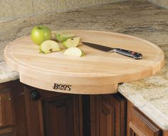 Corner cutting board! (I think I would make it bigger  - but a great idea for the kitchen (or wet bar) )