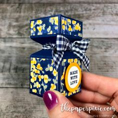 Envelope Punch Board Treat Box with Video Tutorial - The Paper Pixie Envelope Punch Board Treat Box with Video Tutorial - The Paper Pixie Paper Gifts, Diy Paper, Paper Art, Envelope Punch Board Projects, Envelope Maker, Paper Box Template, Origami Templates, Gift Box Templates, Envelope Tutorial