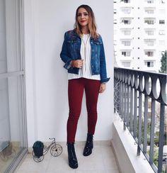 Estou amando a tendência dos coturnos, eles estão super em alta e deixam os looks estilosos e atuais. Combinei a bota em verniz com uma jaqueta jeans com flores bordadas, blusa listrada p&b e calça skinny bordô {queridinho marsala}.