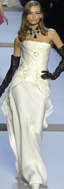 Not sure if it's the dress... or the cool black glove/ ivory gown combo... gorgeous dahling! -Dior -
