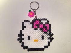 Portachiavi con Hello Kitty in hama beads, by La piccola bottega della Creatività, 5,00 € su misshobby.com