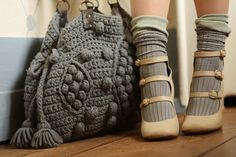 Chunky crochet bag Must. Make. Bag. Awesomeness~ There is no info on this bag at the link, I pinned it for inspiration and will have to figure out a pattern for it.