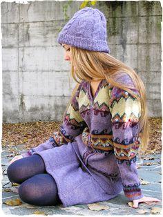 Mini gonna Samanta Mini gonna in maglia lavorata a mano con lana di alpaca. Doppio uso, sia gonna che coprispalle. Tinta unita.  #modaetnica #ethnicalfashion #alpacaswhool #lanadialpaca #peruvianfashion #peru #lamamita #moda #fashion #italianfashion #style #italianstyle #modaitaliana #lamamitafashion