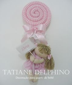 Enchimento com fibra de… Felt Dolls, Doll Toys, Clothes Crafts, Doll Clothes, Sewing Toys, Sewing Crafts, Handmade Crafts, Diy And Crafts, Felt Material