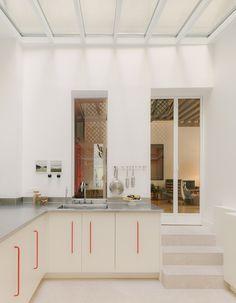 sabaghorbanalinejad Minimal Apartment, Parisian Apartment, Paris Apartments, Apartment Interior Design, Design Café, Aluminium Doors, Red Curtains, Loft, Japanese Interior