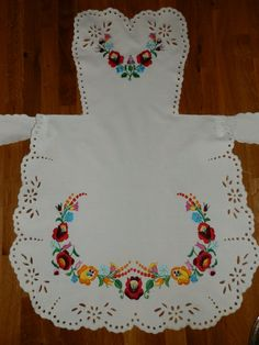 This pinafore handmade embroidery Hungarian by macaristanbul