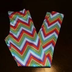 YOGA/ATHLETIC LEGGINGS Chevron print leggings by RUE 21, beautiful multi colored, and heavy duty material for all your complex yoga poses. Soft silky feel, and thick material sp no see-throughs. BRAND NEW / NEVER WORN Rue 21 Pants Leggings