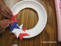 Lesson Star Wreath Crayons & Curls: End of Year Behavior and Patriotic Craft! Would be cute for kids to make for on their bedroom doors. Daycare Crafts, Classroom Crafts, Toddler Crafts, Crafts For Kids, Arts And Crafts, Summer Crafts, Holiday Crafts, Fall Crafts, American Flag Crafts