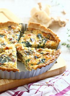 Spinach Mushroom and Cheese Quiche. Spinach mushroom and goat cheese Quiche. Quiches, Brunch Recipes, Breakfast Recipes, Breakfast Quiche, Goat Cheese Quiche, Cooking Time, Cooking Recipes, Goat Cheese Recipes, Good Food