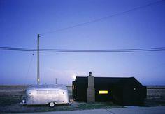 http://www.e-architect.co.uk/images/jpgs/england/black_rubber_house_sa040809_1.jpg
