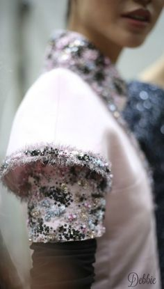 Find the Chanel Fall 2016 Haute Couture at There's just something about designer goods – they're high-quality status items. Look Fashion, Fashion Details, 90s Fashion, Couture Fashion, Fashion Design, Fashion Women, Fashion Weeks, Milan Fashion, Latest Fashion