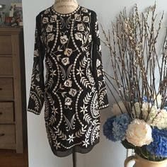 STUNNING BLACK/WHITE LONG SLEEVE DRESS SIZE 2/34/6 U.K. Size 6, US size 2 and EU size 34 long sleeve dress in black with white design across the entire dress. Excellent condition. Fits more like a 4/6 US Needle & Thread Dresses Midi