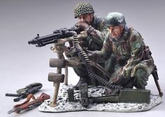 World War II German Winter SS020B Fallschirmjager Heavy Machine Gun set Winter Version - Made by Thomas Gunn Military Miniatures and Models. Factory made, hand assembled, painted and boxed in a padded decorative box. Excellent gift for the enthusiast.