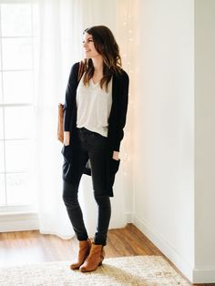 Ready to try a capsule wardrobe? Here's my approach: Rule Pare down your current clothes situation into a happy little 37 piece capsule wardrobe. Your 37 pieces should include: tops, bott… Black Cardigan Outfit, Cardigan Outfits, Capsule Outfits, Capsule Wardrobe, Fall Winter Outfits, Spring Outfits, Work Outfits, Teacher Outfits, Long Black Sweater