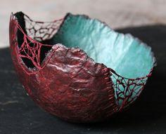 Au fil de la Volga | Coupe en papier de soie et fils brodés | Patricia Chemin