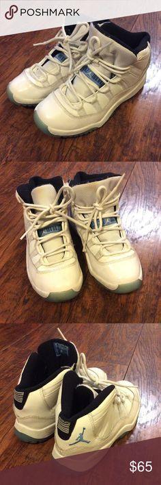 🏀 Boys Nike Air Jordan Retro 11 🏀 Nice boys Nike Air Jordan Retro 11 sneakers. Overall good condition. Look at pics before purchasing. Ships next day. Air Jordan Shoes Sneakers