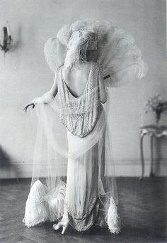 historiful:    Norman Hartnell evening dress, 1924.
