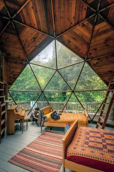 Geodesic dome home 😍 love the openness 🙌 who else would love to stay (or live!) in a dome house? Yurt Living, Living Room, Geodesic Dome Homes, Casas Containers, Dome House, Cabin Homes, Tiny Homes, Cabins In The Woods, My Dream Home