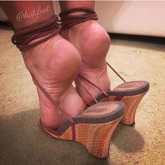 High Heels sexy women feet showing s… Sexy Legs And Heels, Hot High Heels, Feet Soles, Women's Feet, Girl Soles, Feet Show, Gorgeous Feet, Sexy Toes, Female Feet