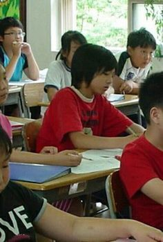 Jungkook little boy~ Bts Taehyung, Jungkook Predebut, Vlive Bts, Jungkook Cute, Foto Jungkook, Jungkook Abs, Foto Bts, Jungkook School, Fanmeeting Bts
