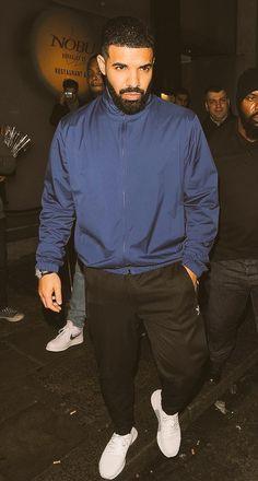 April Drake leaving Nobu in London Drake Clothing, Hype Clothing, Drake Video, Drake Fashion, Drake Rapper, Drake Wallpapers, Drake Drizzy, Drake Graham, Aubrey Drake