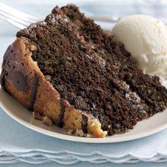La torta al cioccolato con le noci pecan