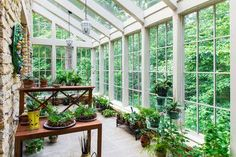 Home Greenhouse - Conservatory - Garden Greehouse - Sunroom Decor - Sunshield Shelter Browse the gallery of Sunroom Decor and Design ideas. Discuss the difference of traditional and modern sunroom. Decorating your entertainment zone. Conservatory Design, Conservatory Garden, Outdoor Rooms, Outdoor Living, Outdoor Patios, Outdoor Kitchens, Indoor Outdoor, Solarium Room, Home Greenhouse