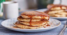 Almás palacsinta karamellöntettel - a legjobb!   Street Kitchen Pancakes, Muffin, Breakfast, Food, France, Caramel, Morning Coffee, Essen, Pancake