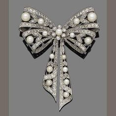 Vintage Jewelry Belle époque pearl and diamond bow brooch, circa 1900 - Bow Jewelry, Pearl Jewelry, Gemstone Jewelry, Jewelery, Jewelry Gifts, Silver Jewelry, Fine Jewelry, Handmade Jewelry, Jewelry Design