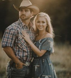 Country summer engagement pictures