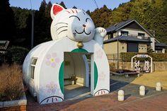 Maneki Neko (Cat Shaped Bus stop and shelter) Fukuoka Japan Maneki Neko, Neko Cat, Unusual Buildings, Interesting Buildings, Studio Ghibli, Totoro, Bus Shelters, Animal Shelters, Sou Fujimoto