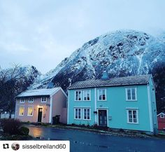 Øyfjellet Mosjøen. #reiseblogger #reiseliv #reisetips #reiseråd  #Repost @sisselbreiland60 (@get_repost)  Fineste sjøgato i dag mæ øyfjellet i bakgrunnen.
